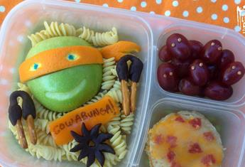 Dad packs incredible lunches for kids