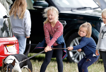 6 ways to encourage children to help with the family pet