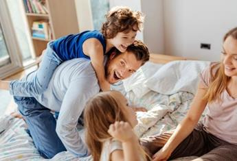 How playing with your kids in the morning gives your mental health a boost for the day