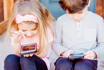 Children and mobile phones: How to set phone usage boundaries with your child from day one