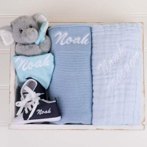 4-piece blue knitted blanket boy's baby gift box