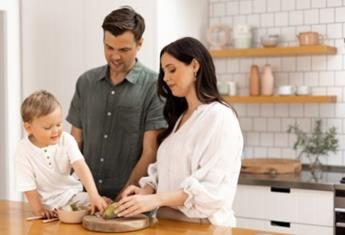 Starting solids: 10 ways to encouragehealthy, fuss-free eating